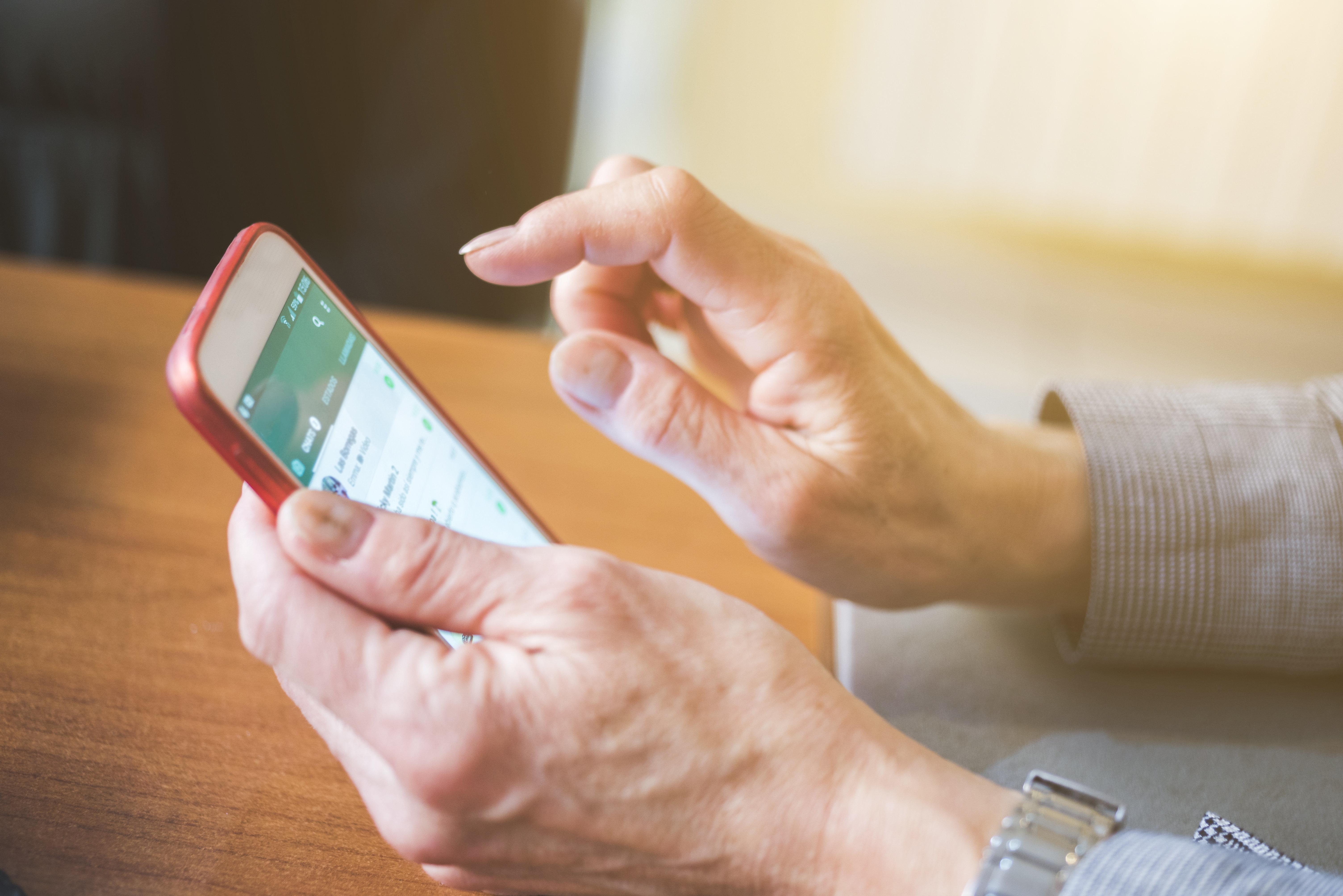 Betrugsmasche auf Whatsapp: Unzählige verschicken Weihnachts-Kettenbrief – Experten