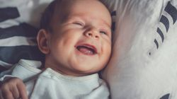 Eltern wundern sich über ihr kicherndes Baby – dann stellt ein Arzt eine schlimme