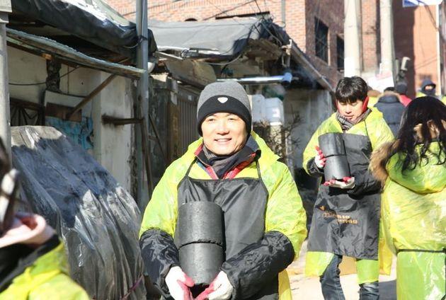 지난 1월, 노원구 상계동에서 진행된 '사랑의 연탄 나눔' 봉사활동