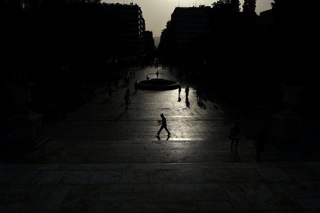 Eλληνικά ομόλογα: Έξοδος στις αγορές χωρίς... Black