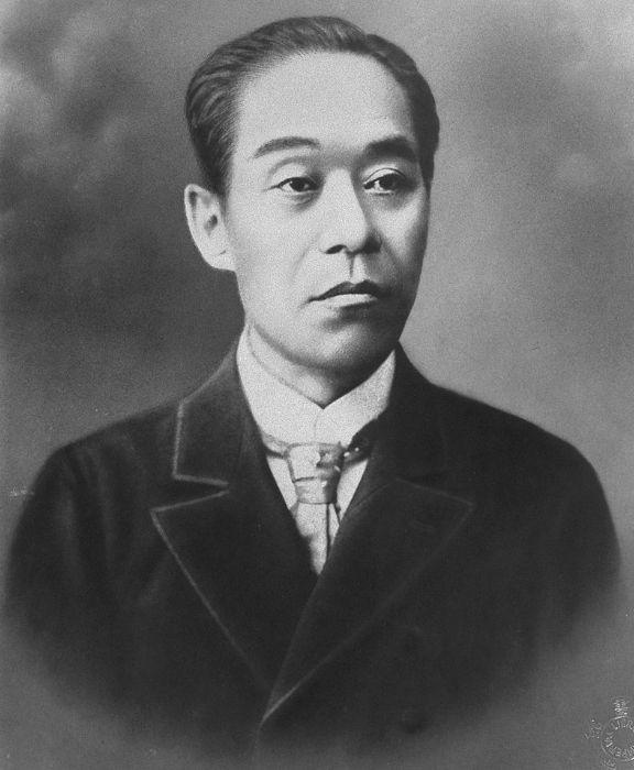 후쿠자와 유키치는 일본 개화기의 계몽가, 교육가, 저술가이다. 그는 한 평생 개화와 더불어 일본인의 가치관이 자유주의와 공리주의에 입각해 변화돼야 함을 역설했다.