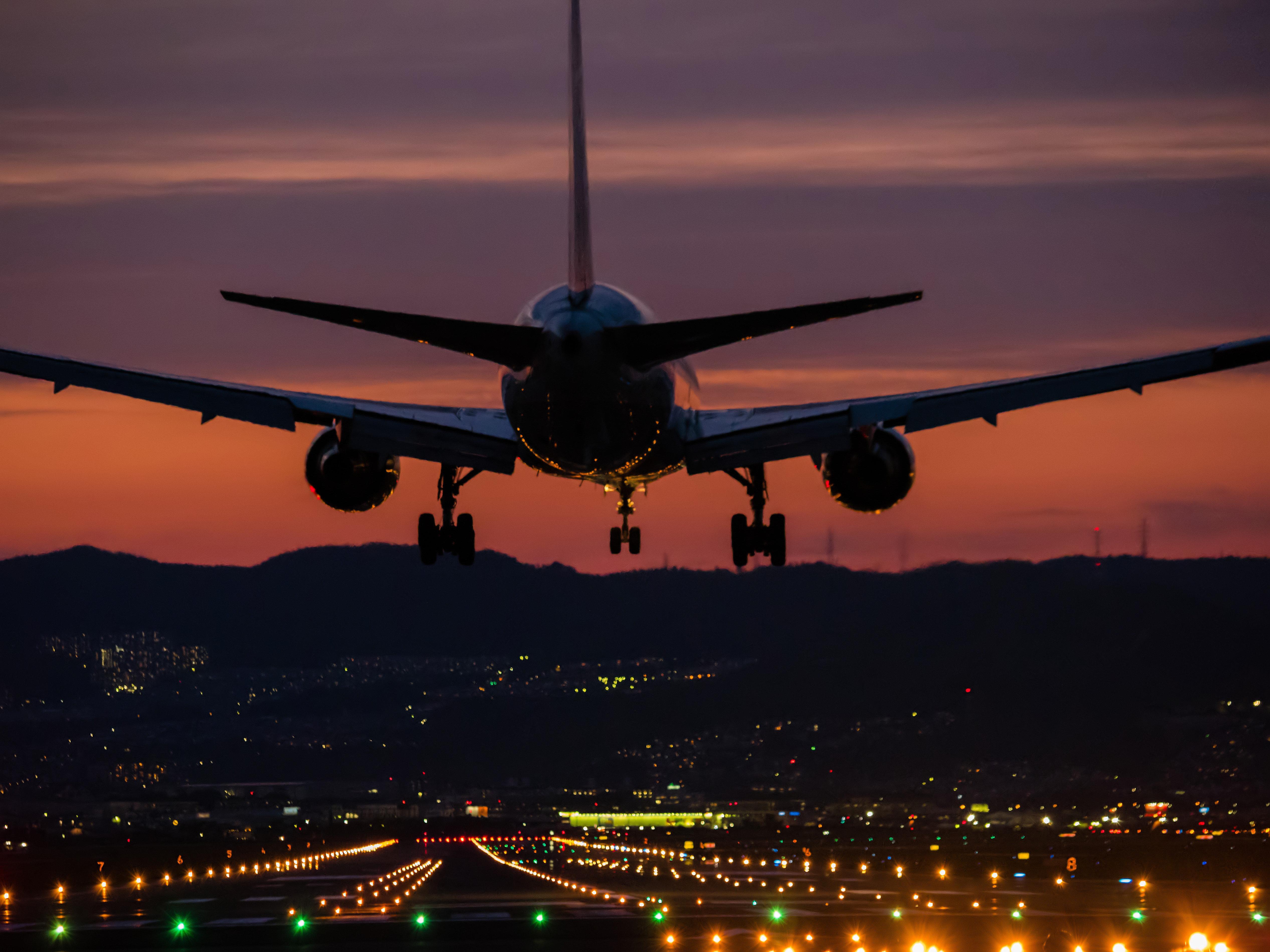 Πιλότος αποκαλύπτει μια τρομακτική αλήθεια για τις νυχτερινές