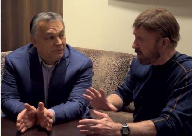 Η παράξενη φιλία του Βίκτορ Όρμπαν με τον Τσακ Νόρις: «Είμαι μαχητής των δρόμων και με μισούν όσο τον