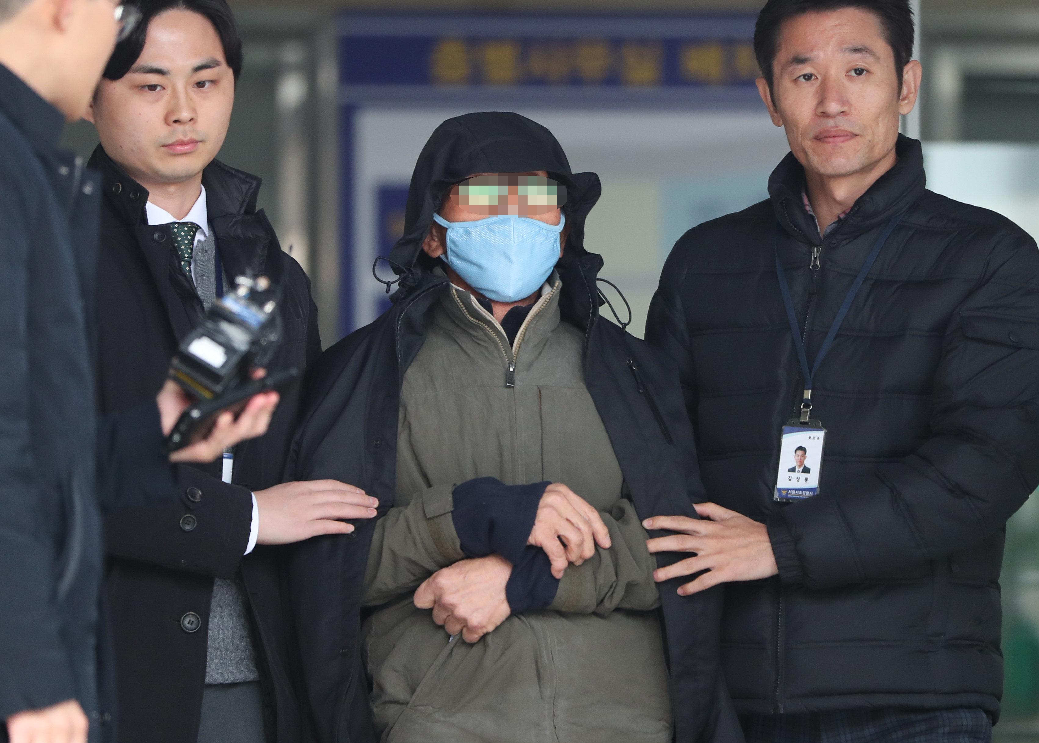 김명수 대법원장 차량에 화염병 던진 70대 남성이