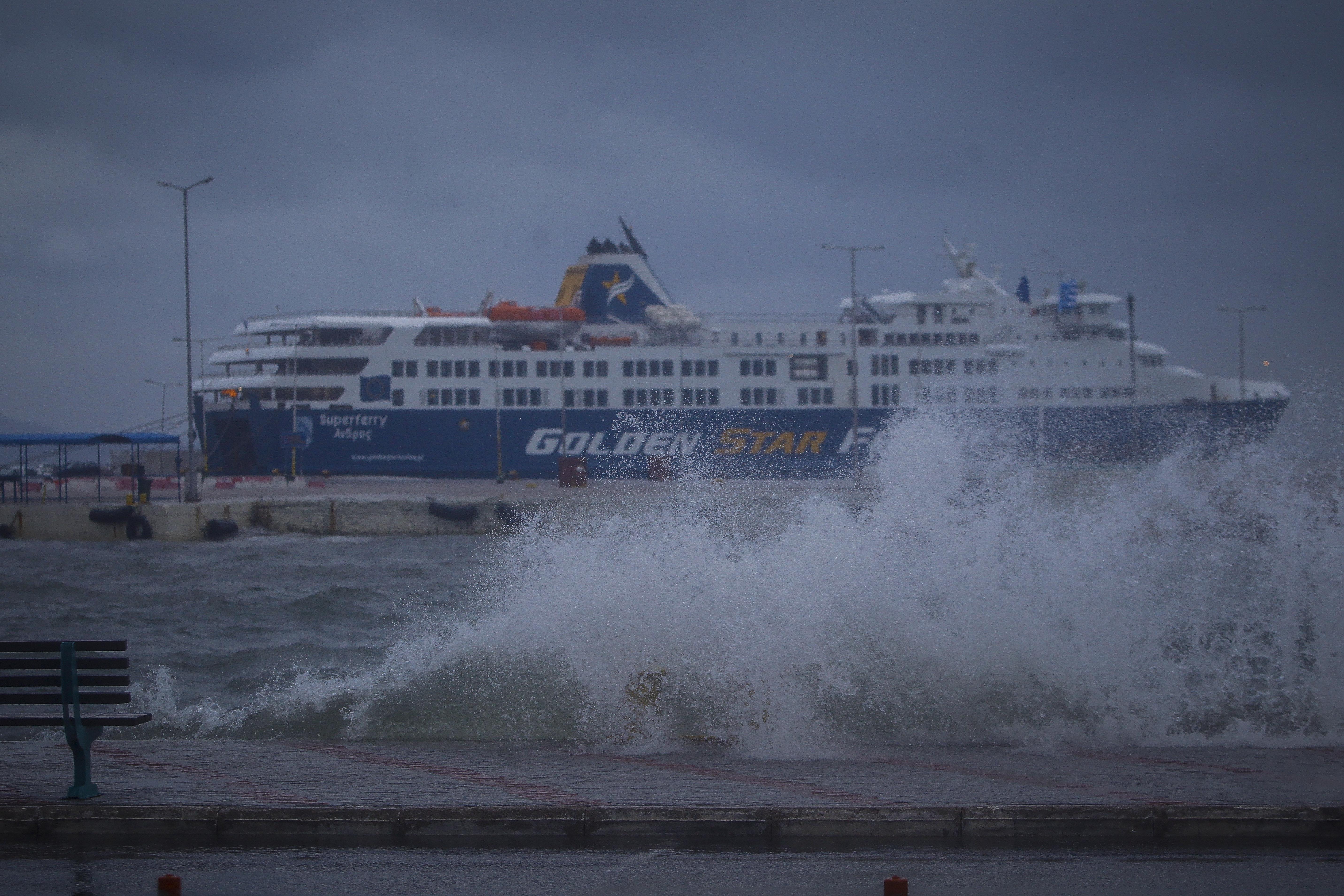 Αποκαθίστανται σταδιακά τα δρομολόγια των πλοίων - Ποιες γραμμές παραμένουν