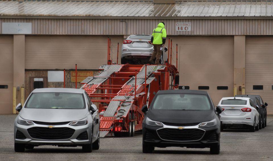 GM 구조조정으로 실직 위기에 처한 이들은 트럼프를 탓하지