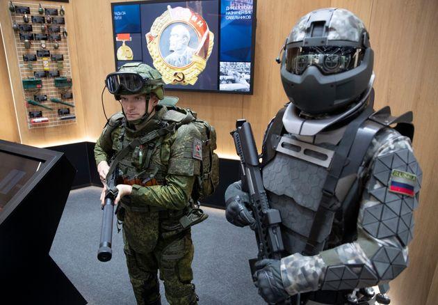 Το Πεντάγωνο σχεδιάζει στολές για βιονικούς στρατιώτες - και δεν είναι fake