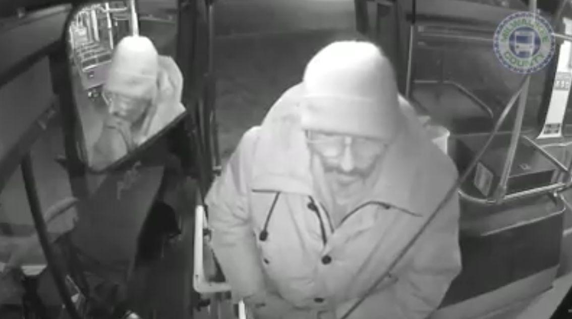 Fahrerin lässt Obdachlosen ganze Nacht im Bus bleiben – dann wird es noch