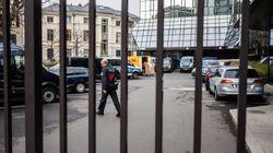 Για δεύτερη μέρα οι αστυνομικοί στα γραφεία της Deutsche Bank. Σε ιστορικό χαμηλό η μετοχή