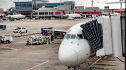 Επιβάτης δέχεται μήνυμα στο Grindr εν ώρα πτήσης από τον