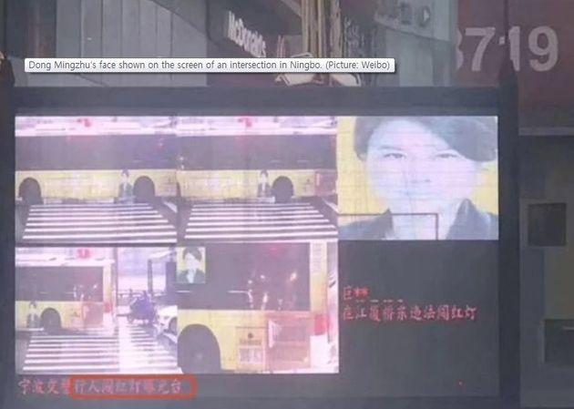 버스 광고에 부착된 사람의 얼굴을 보고 무단횡단자로 잘못 인식한