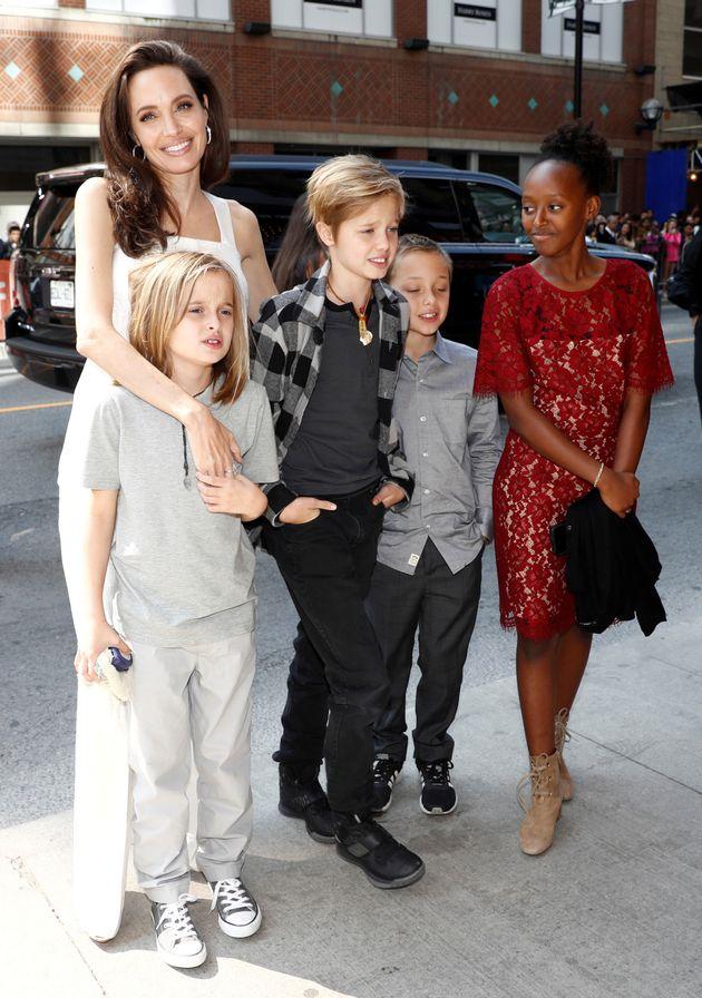 Αντζελίνα Τζολί και Μπραντ Πιτ κατέληξαν σε συμφωνία για την επιμέλεια των 6 παιδιών
