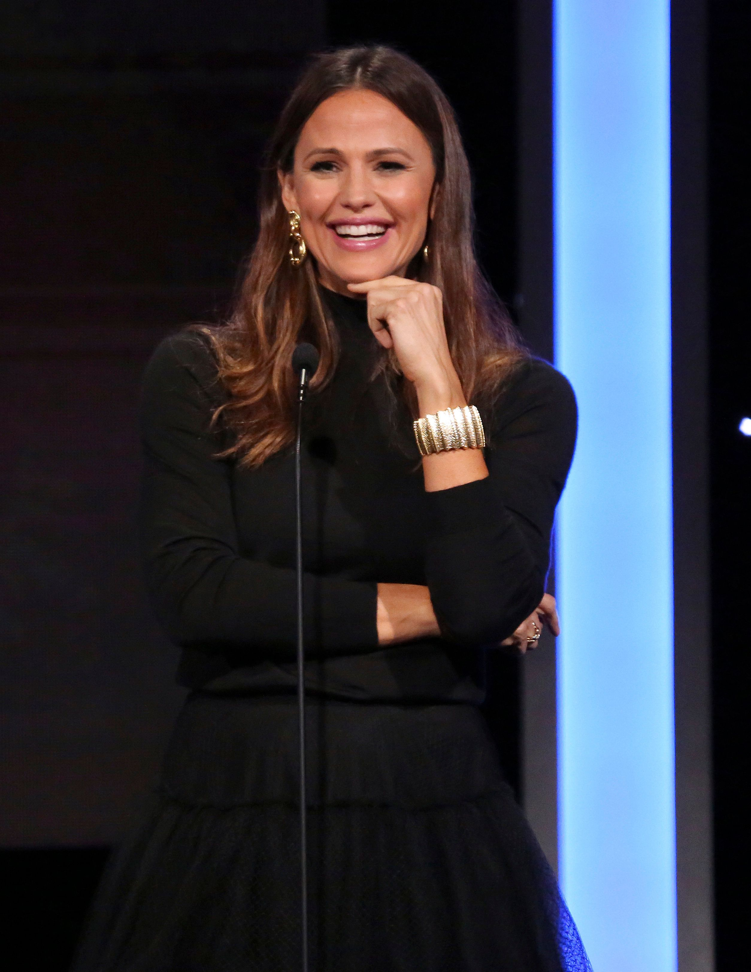 Jennifer Garner speaks at the American Cinematheque Award ceremony honoring Bradley Cooper on Thursday, Nov. 29, 2018, at the Beverly Hilton Hotel in Beverly Hills, Calif. (Photo by Willy Sanjuan/Invision/AP)
