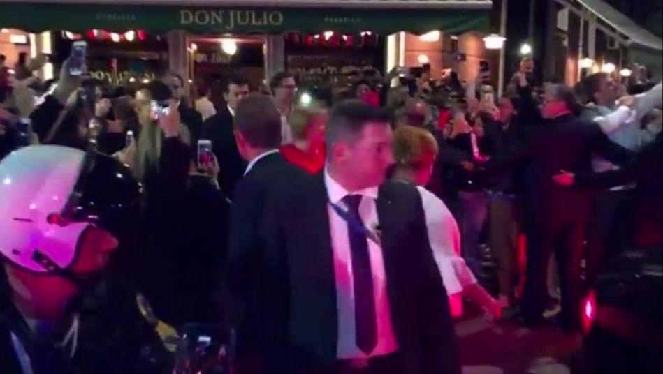 Irre Szenen in Argentinien: Als Merkel ein Restaurant verlässt, steht sie in einer tobenden
