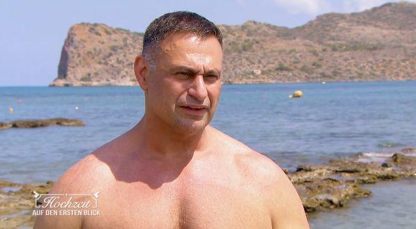 Sascha ist nun mit seinem Vater auf Kreta.