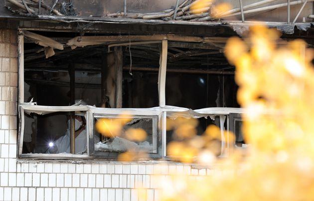 11월 10일 오전 서울 종로구 관수동 고시원 화재현장에서 경찰·소방 관계자들이 합동감식을 하고