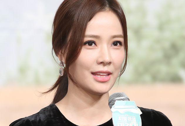 손태영이 '자녀 특혜 의혹'을 해명했지만, 논란은 계속되고