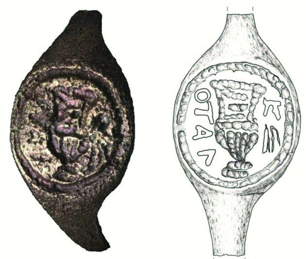 이 반지가 성경 인물 본디오 빌라도의 반지로 의심되는 이유는 글자 '의'
