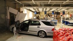 Ikea-Unfall in Rostock: 24-Jährige kracht mit Auto in
