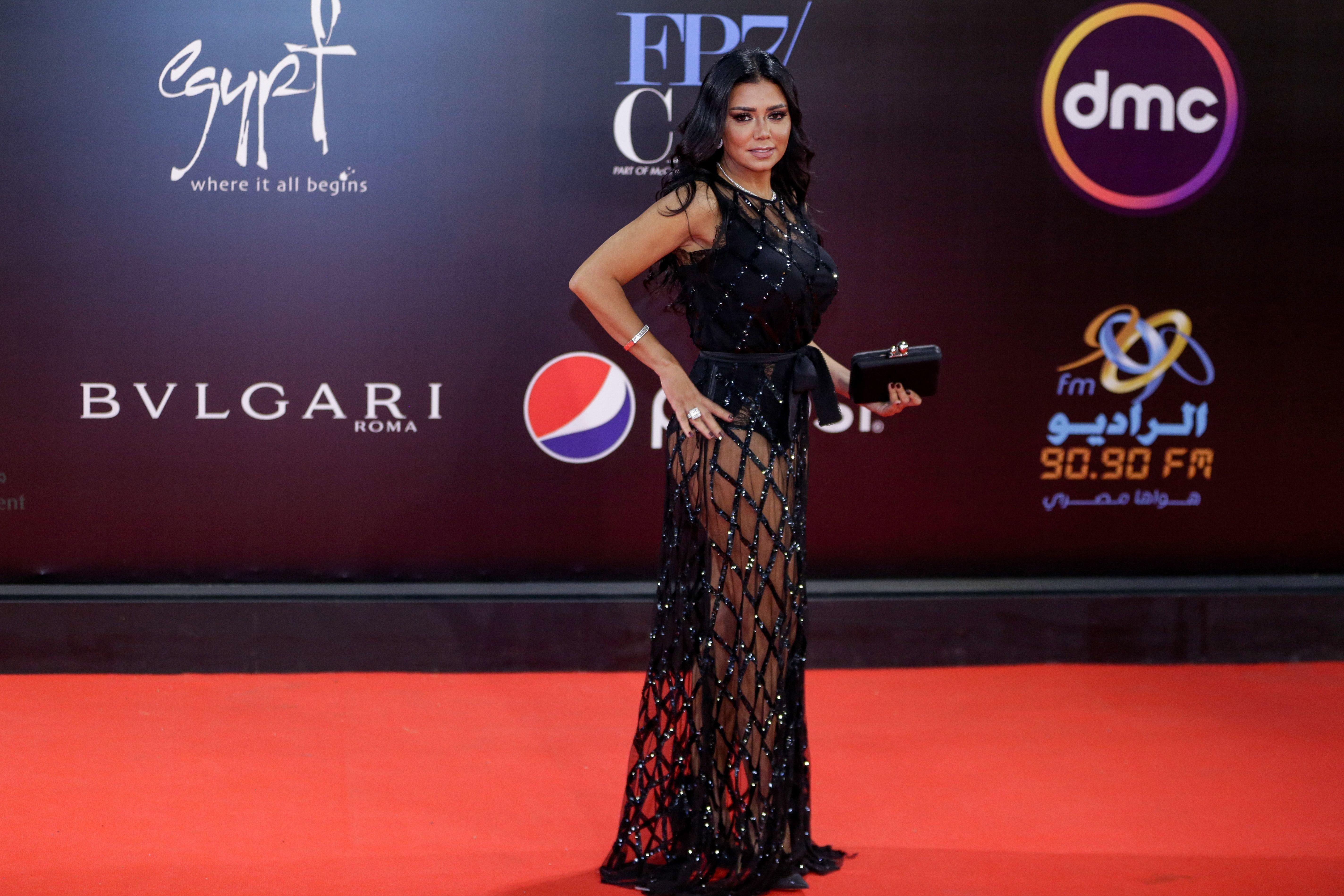 L'actrice Rania Youssef poursuivie en Égypte pour avoir porté cette robe