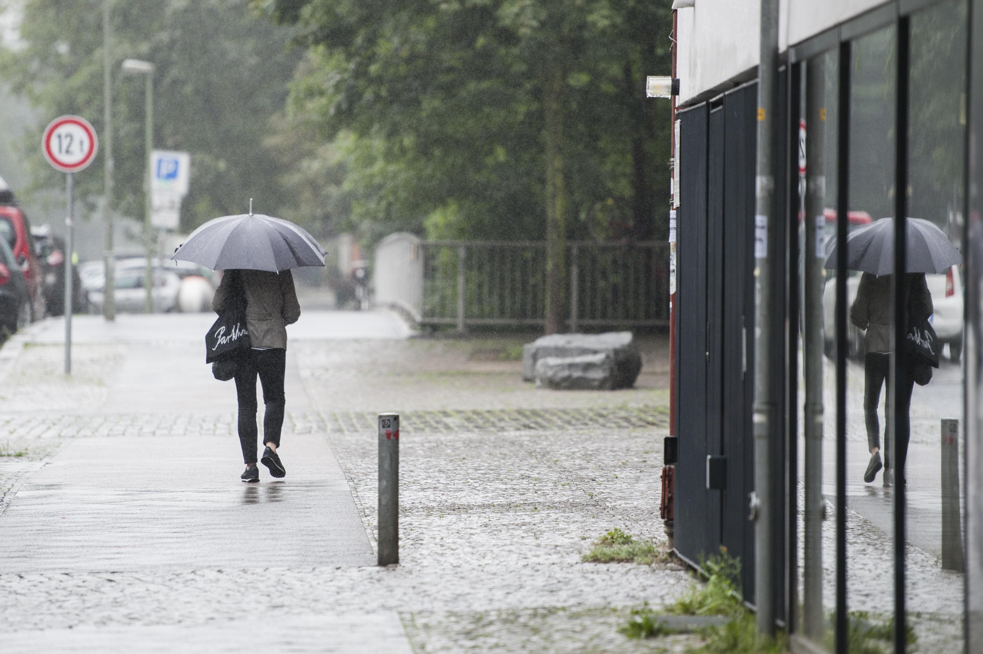 Wetter: Hier erwarten uns nun Dauerregen, Gewitter und