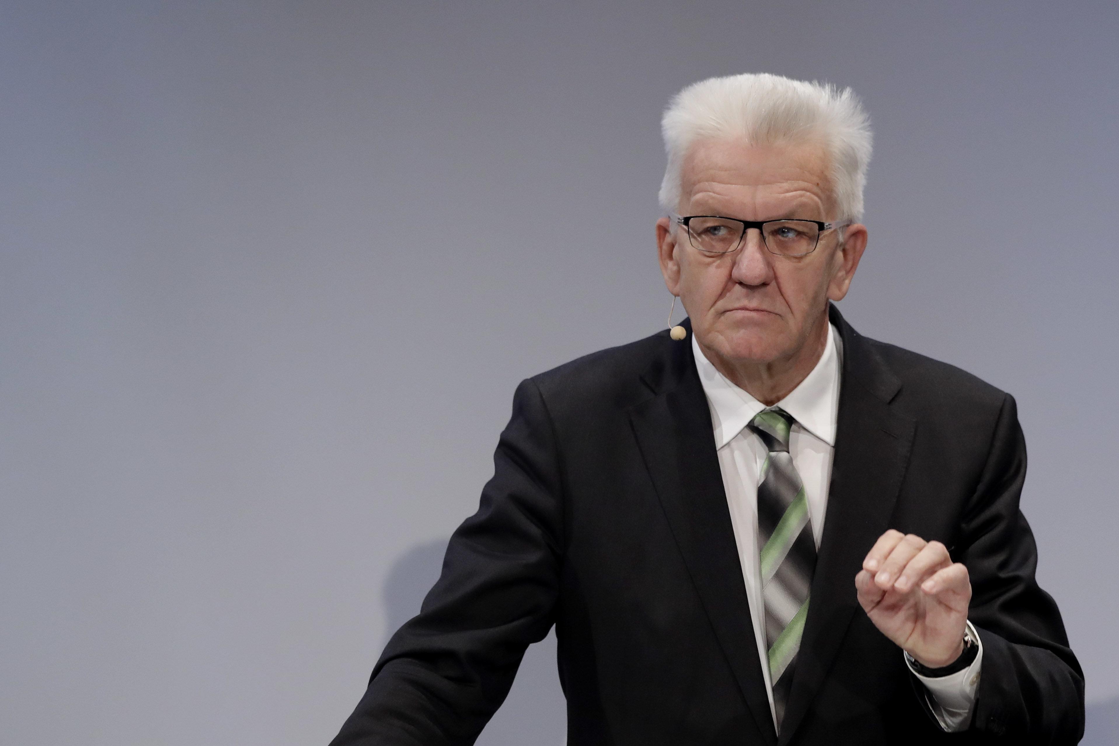 Winfried Kretschmann fliegt mit Helikopter zu Wanderung – SPD-Politiker sind