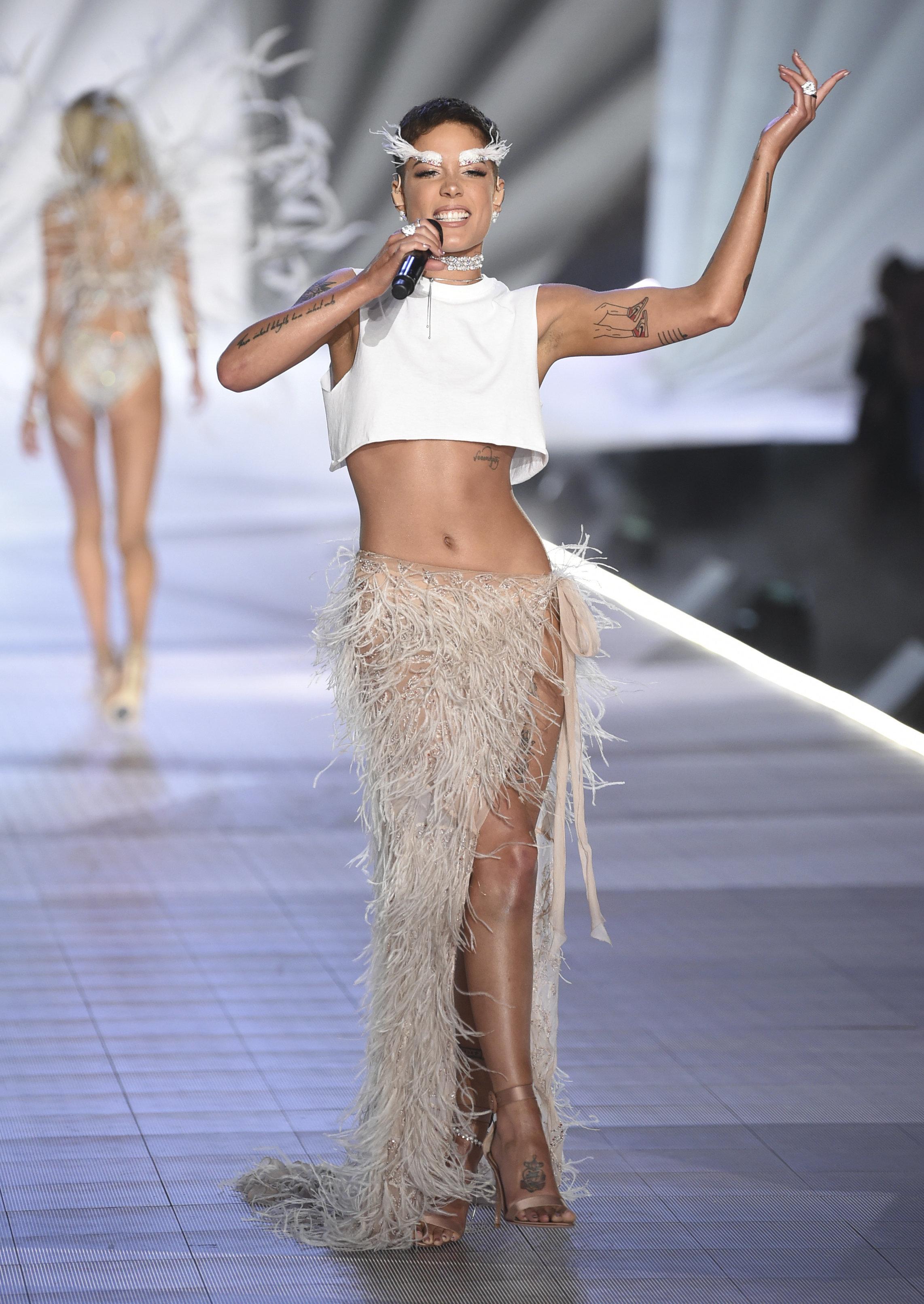 Χάλσεϊ εναντίον Victoria's Secret: Μηδενική ανοχή στην έλλειψη