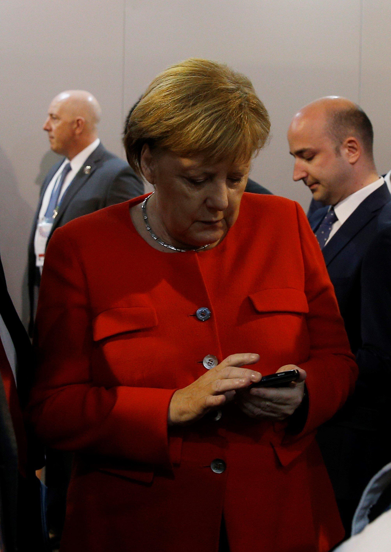 Η Αυστραλία γελάει με το «σκονάκι» της Μέρκελ για τον πρωθυπουργό της