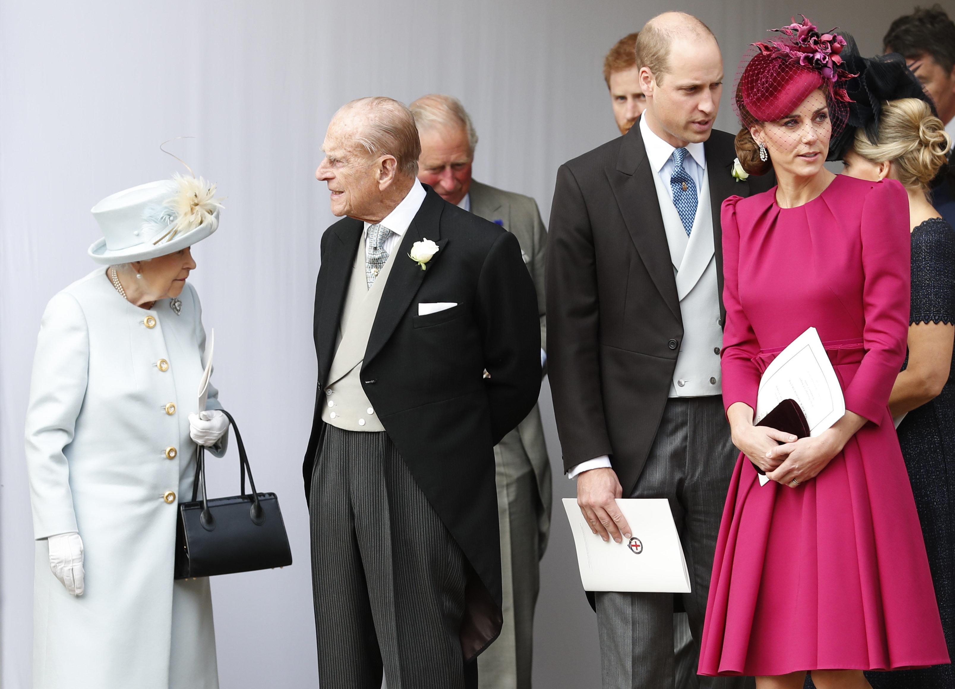 Die Queen mit Ehemann Philip und Prinz William mit Herzogin