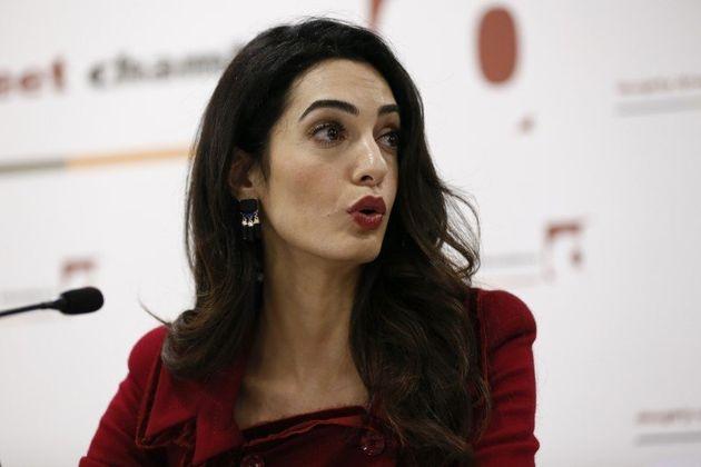 Amal Clooney rejoint l'enquête contre Lafarge en