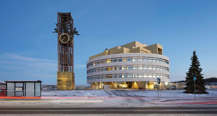 The new City Hall in Kiruna's relocated city center.To tie the old in with the new, the clocktower previously perched on top of the old City Hall has been moved beside it.