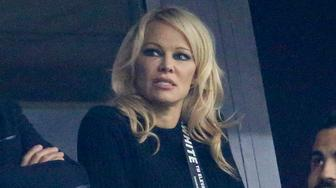 MARSEILLE, FRANCE - OCTOBER 28: Pamela Anderson, girlfriend of football player of Marseille Adil Rami, cheers for him and OM during the french Ligue 1 match between Olympique de Marseille (OM) and Paris Saint-Germain (PSG) at Stade Velodrome on October 28, 2018 in Marseille, France. (Photo by Jean Catuffe/Getty Images)