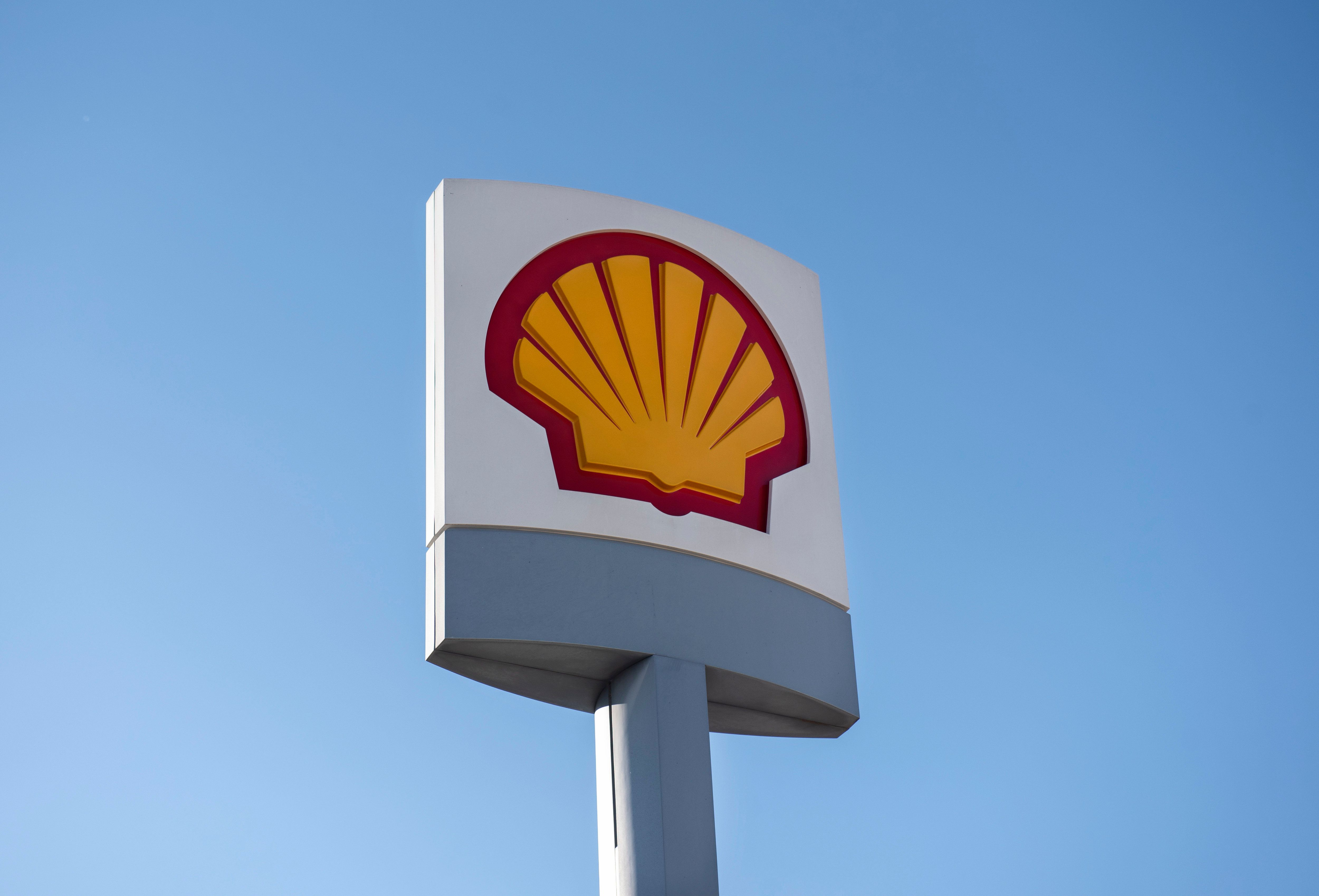 Shell Becomes First Energy Company To Link Executive Pay To Carbon