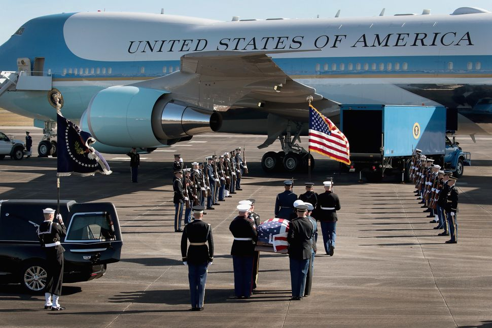 A military honor guard in Houston takes the former president's remains to Special Air Mission 41 to be flown to Washington.&n
