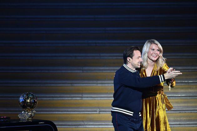 발롱도르 역사상 첫 여성 수상자가 받은 질문 : '엉덩이 춤 출 수