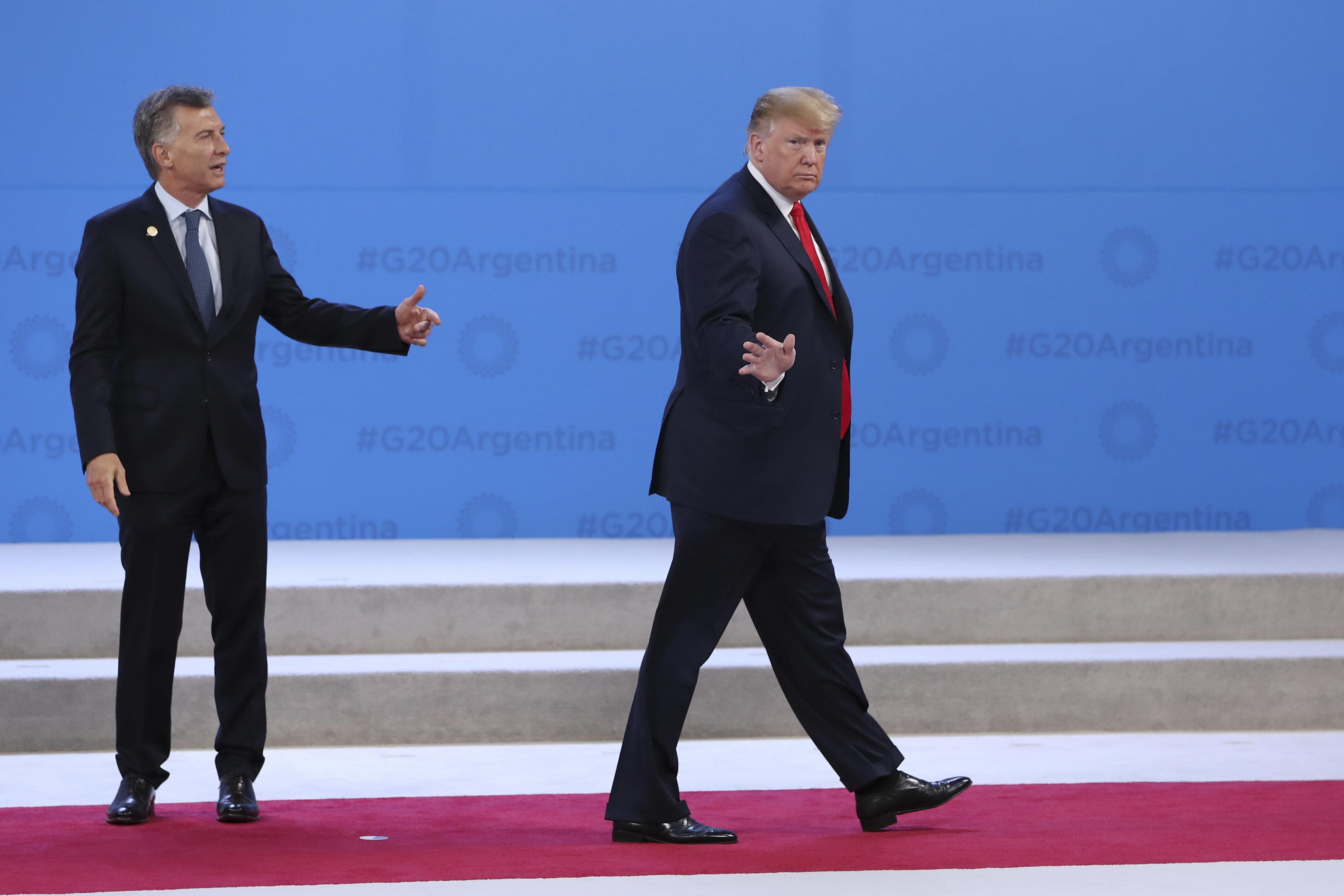Hilarious Supercut Shows Donald Trump Wandering Off During Important