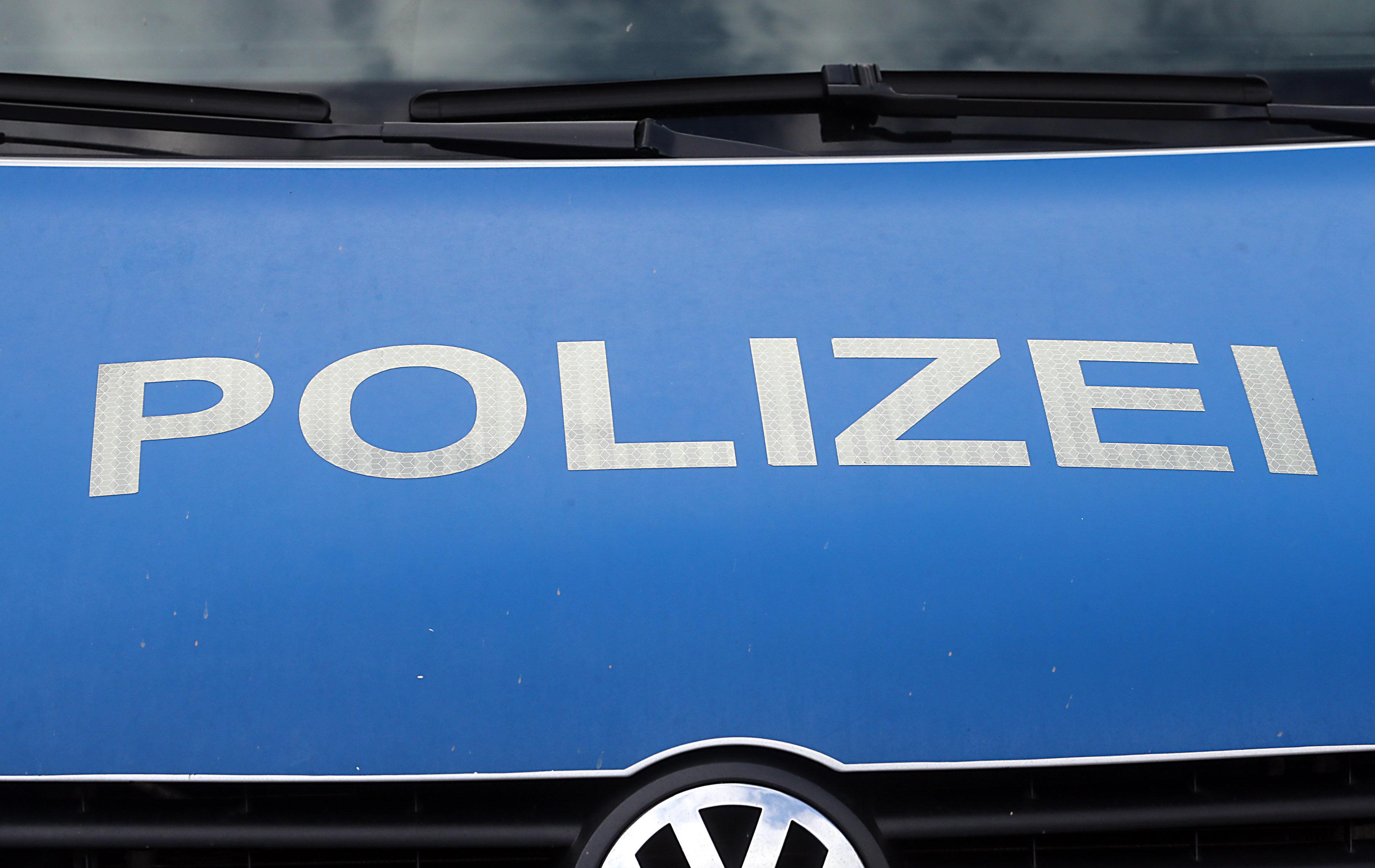 Polizei sucht Haus wegen Verwesungsgeruchs ab und findet dabei etwas ganz