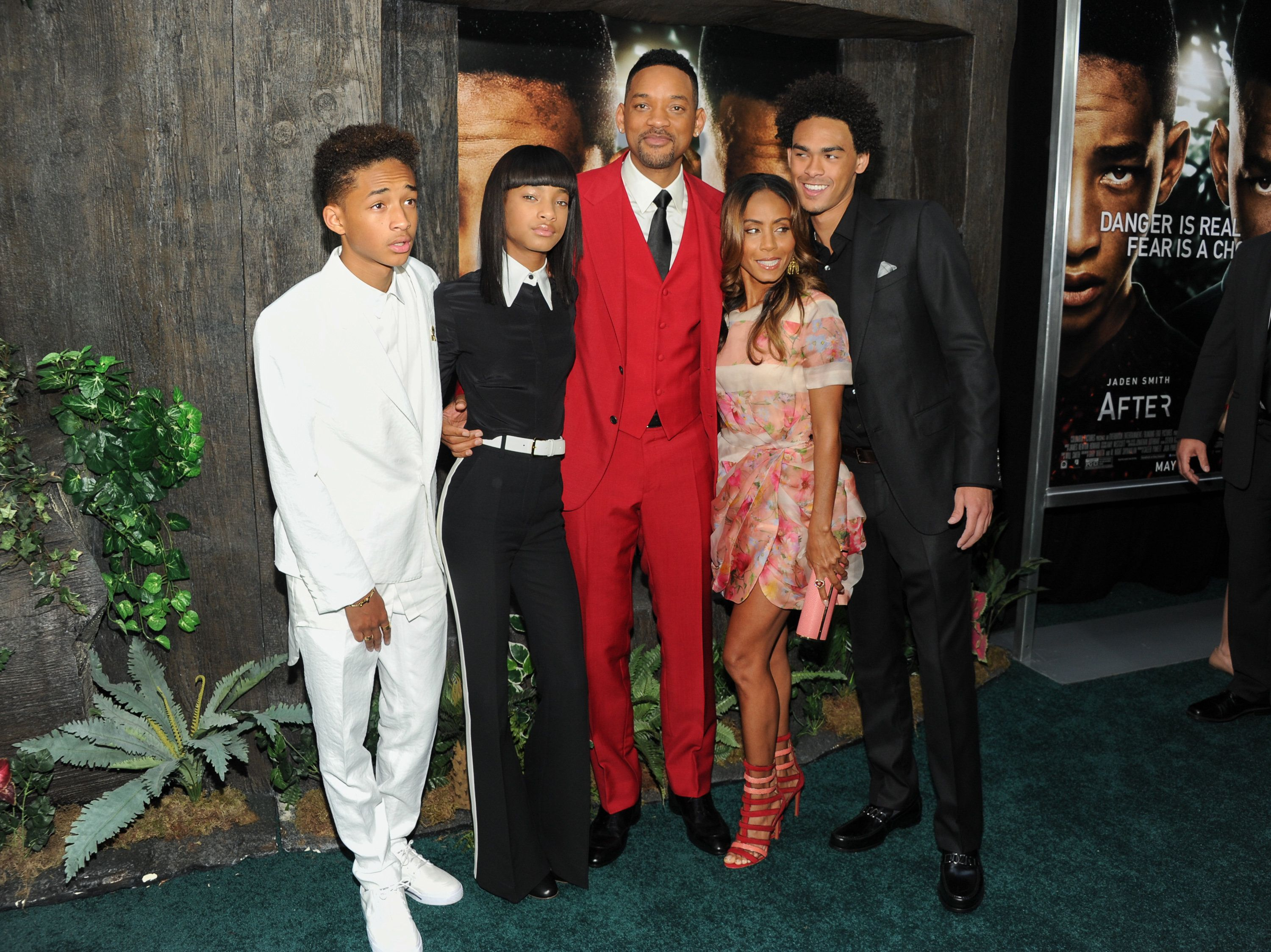 "Actor Will Smith, center, poses with his family, from left, actor Jaden Smith, singer Willow Smith, actress Jada Pinkett Smith and actor Trey Smith at the ""After Earth"" premiere at the Ziegfeld Theatre on Wednesday, May 29, 2013 in New York. (Photo by Evan Agostini/Invision/AP)"