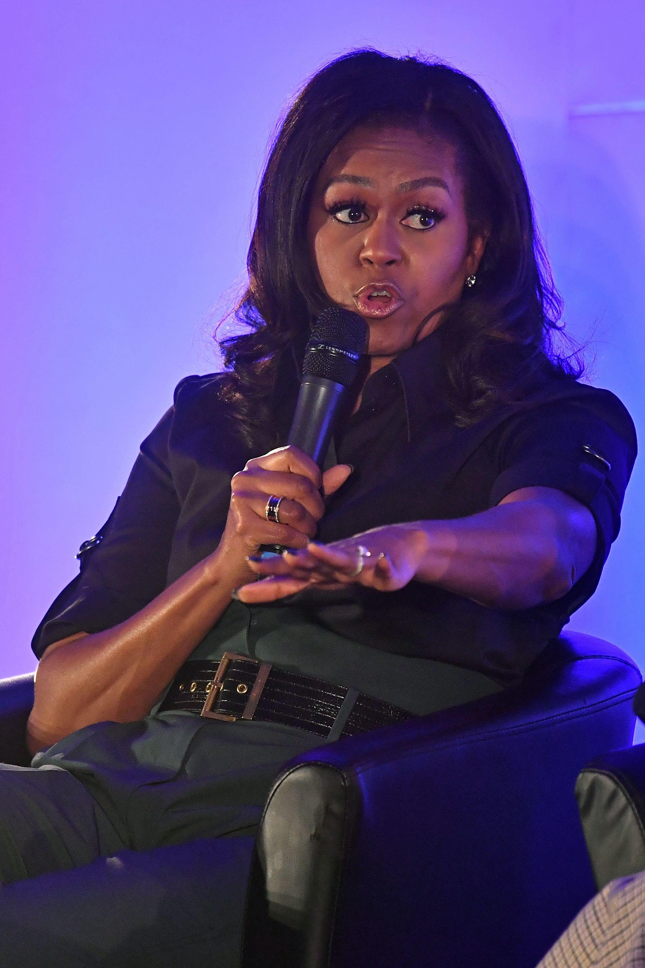 미셸 오바마가 페이스북 COO 셰릴 샌드버그의 '린 인'이 언제나 통하지는 않는다고
