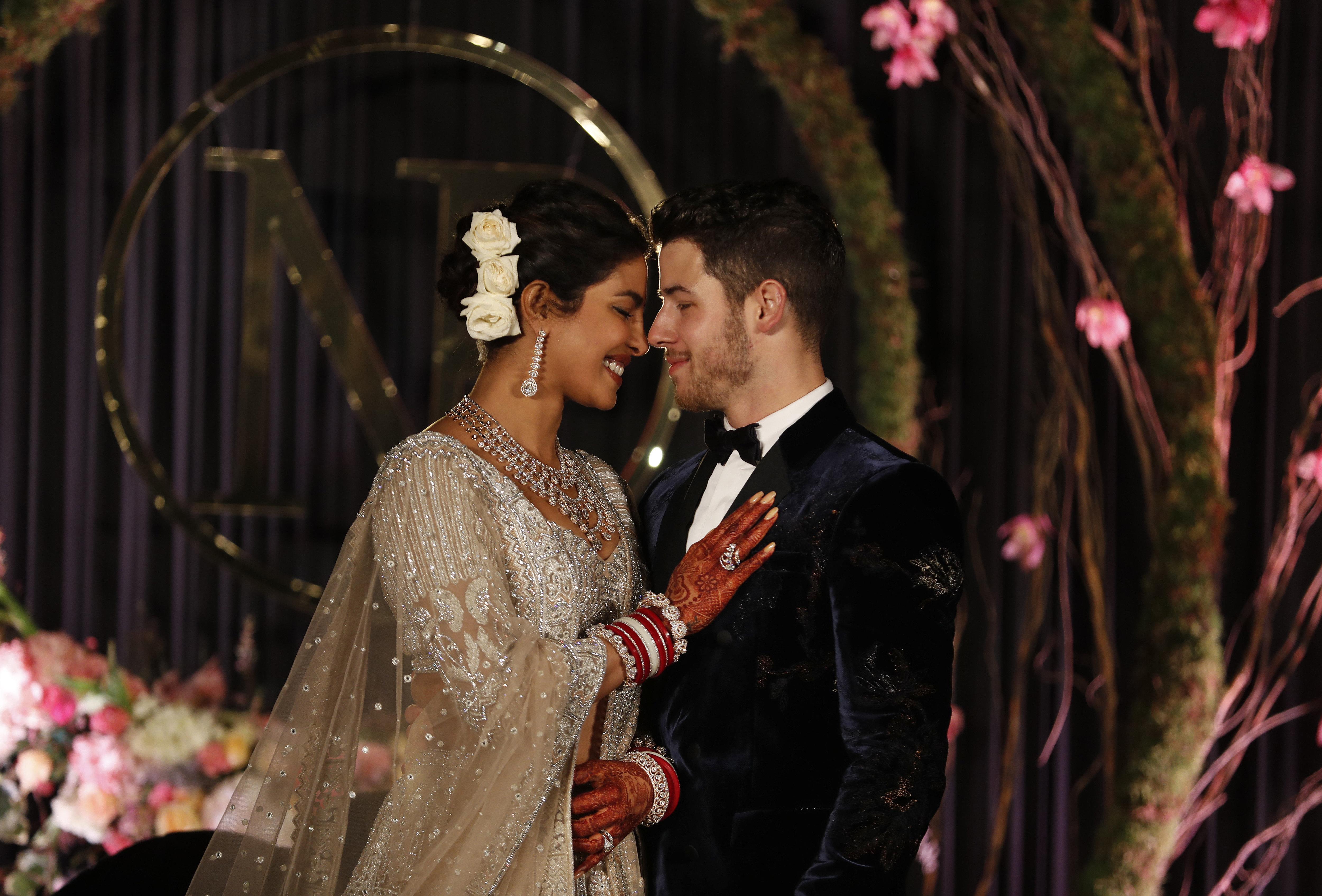 Στον παραμυθένιο διπλό γάμο της Πριγιάνκα Τσόπρα με τον Νικ