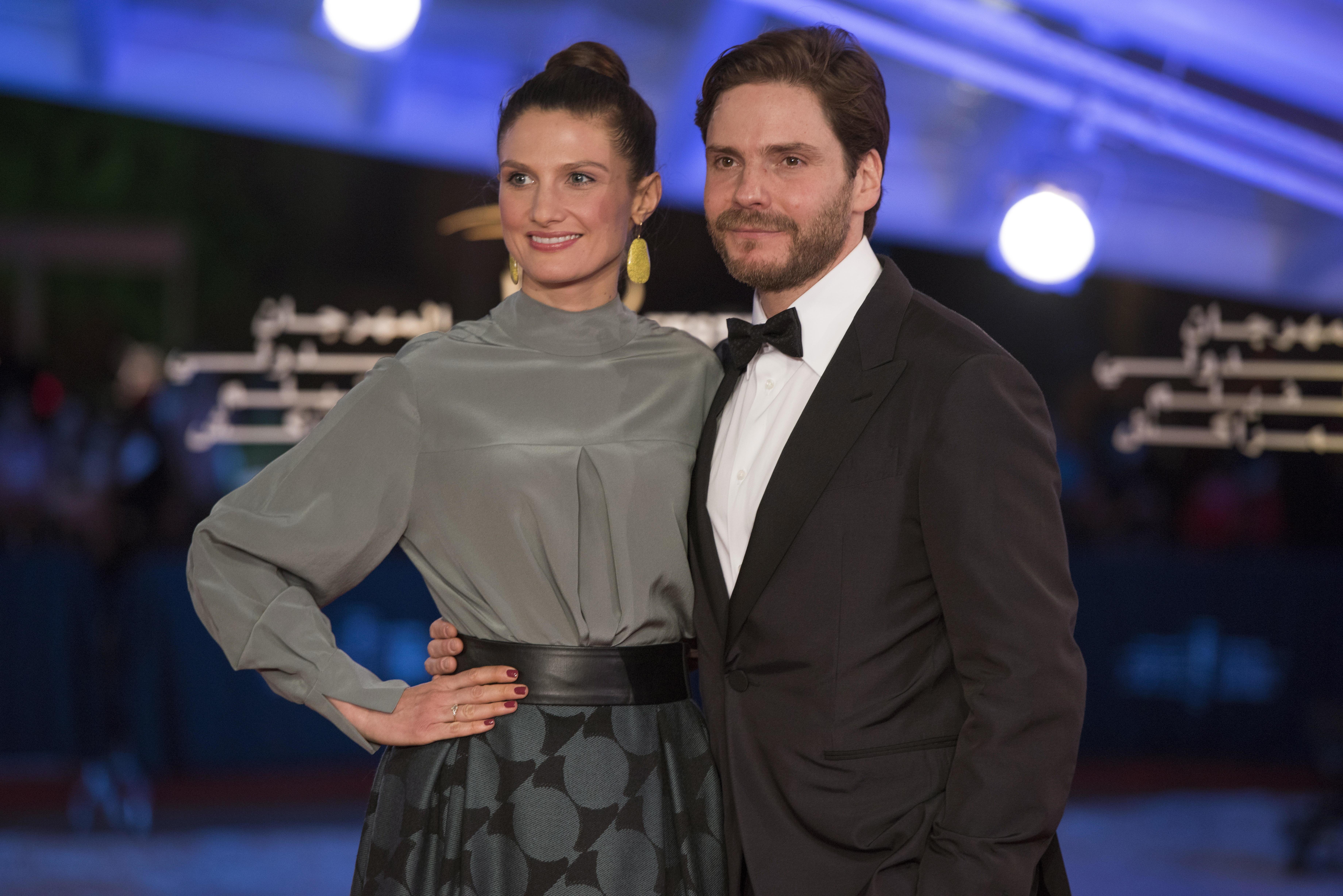 Daniel Brühl et sa femme Felicitas Rombold sur le red carpet du Festival international du film de...