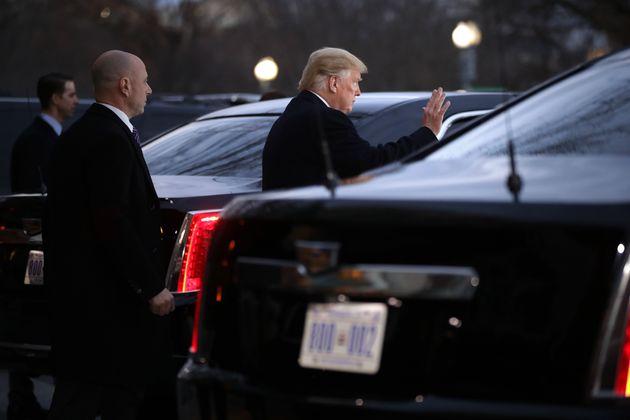 Lauffaul: US-Präsident Donald Trump ließ sich und seine Ehefrau Melania für eine Strecke von 228 Metern in seiner Limousine kutschieren.