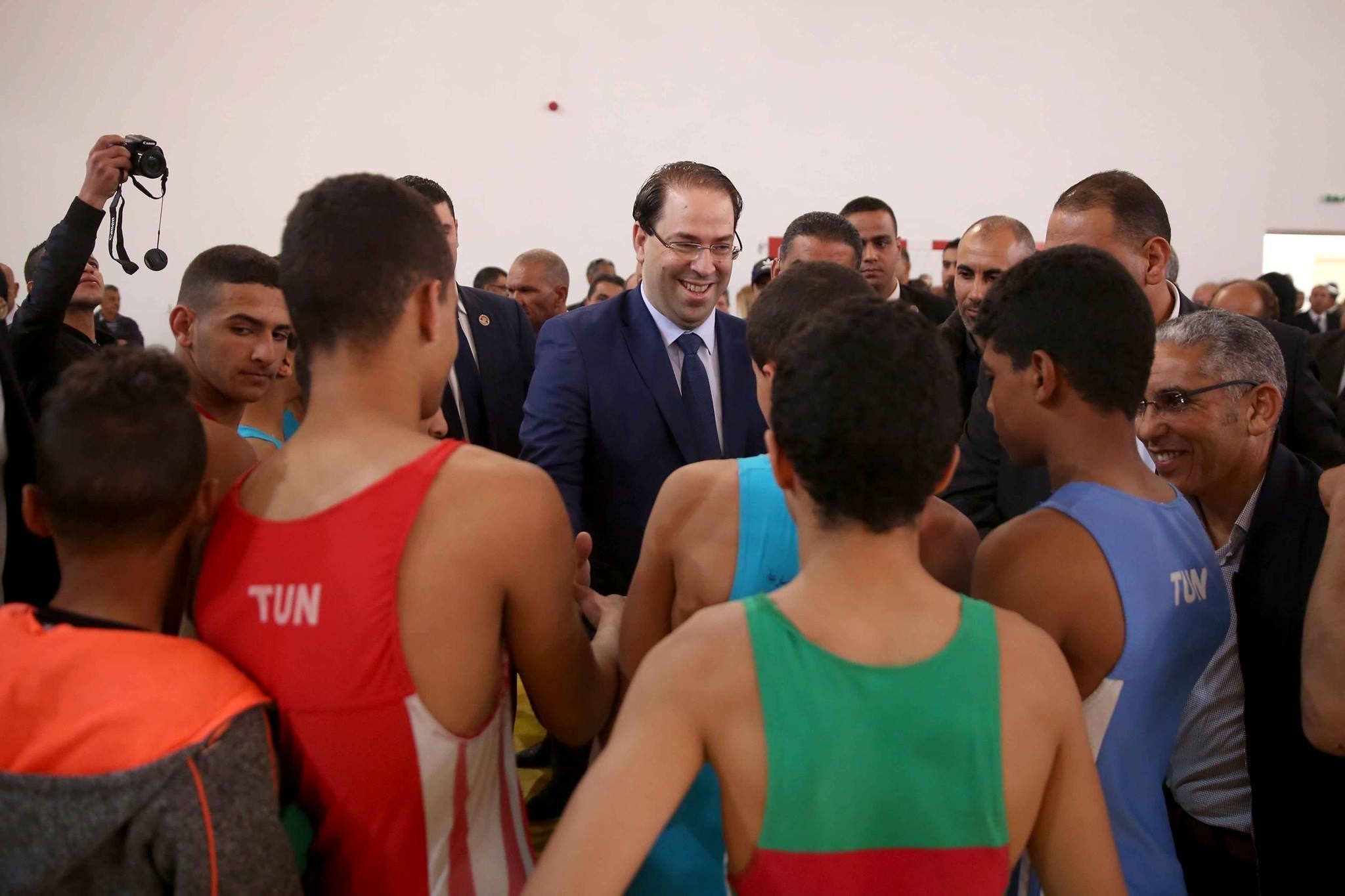 Le chef du gouvernement Youssef Chahed annonce l'aménagement d'une centaine de terrains sportifs dans...