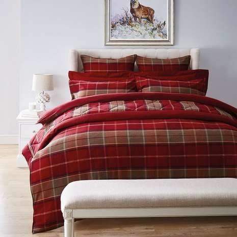 Beautiful Christmas Bedding Sets To Keep You Warm This