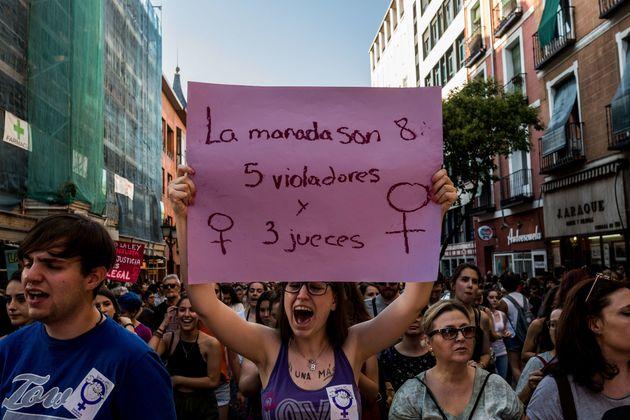 Ισπανία: Οργή για την απαλλαγή της «Αγέλης των Λύκων» για βιασμό