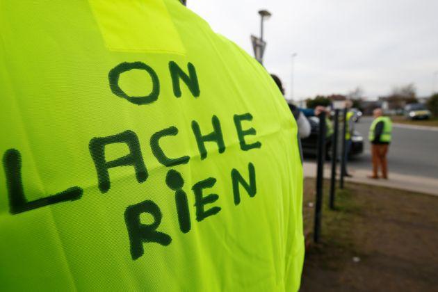 Επτά στους δέκα Γάλλους στηρίζουν τα «κίτρινα