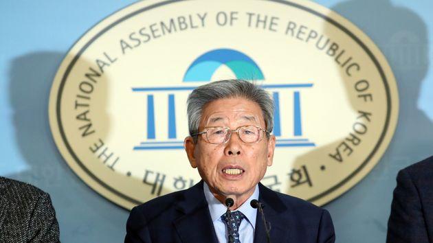 국회 사무총장이 '영수증 이중제출 논란'과 관련해 입을