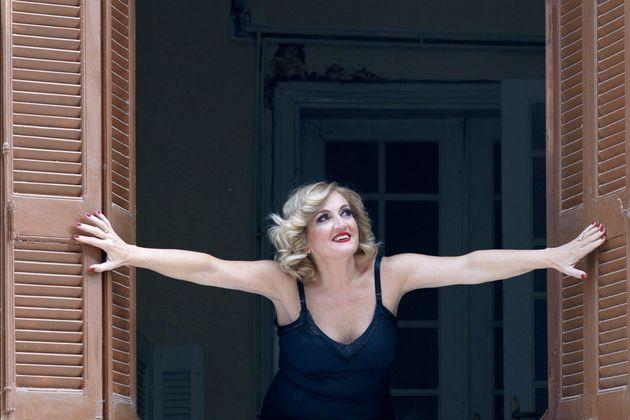 HuffPost Weekend: Hindri Zahra, «Ρένα» του Κορτώ και Λένα