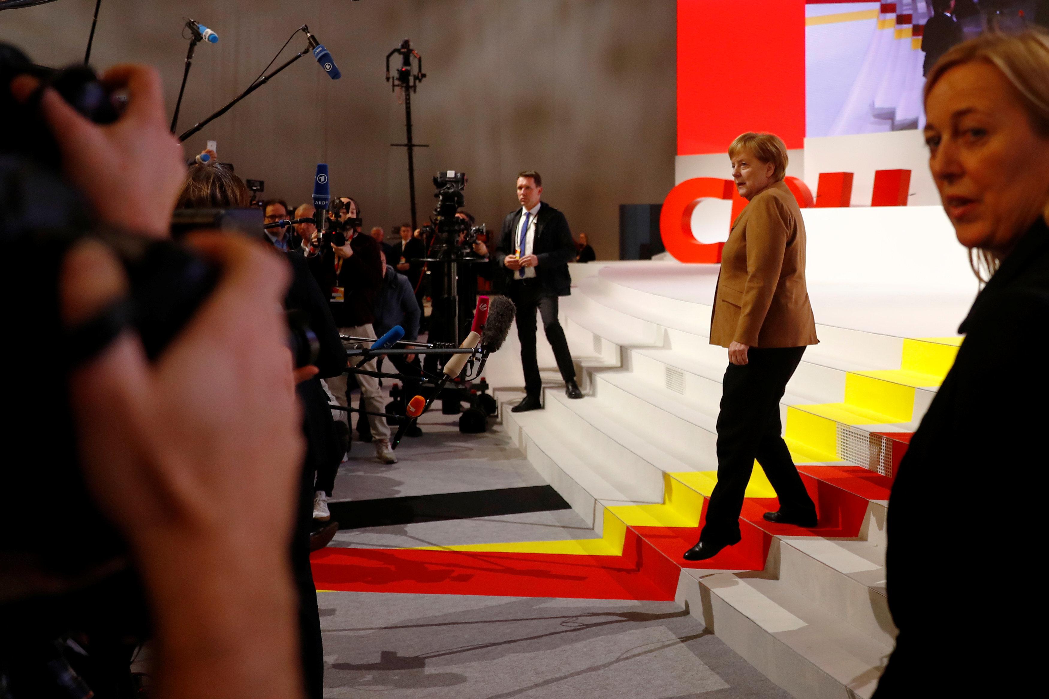 Γερμανία: «Βγήκαν τα μαχαίρια» στο CDU για τη διαδοχή