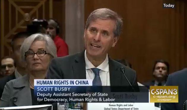 중국이 무슬림 소수민족 80만명을 억류하고 있다는 미국무부 차관보의 증언이